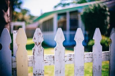 picket-fences-349713_1920